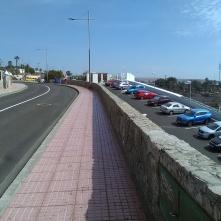 Veien langs hotellet